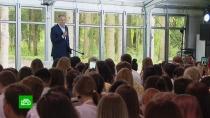 Лавров обсудил сучастниками молодежного форума Украину илегкие наркотики