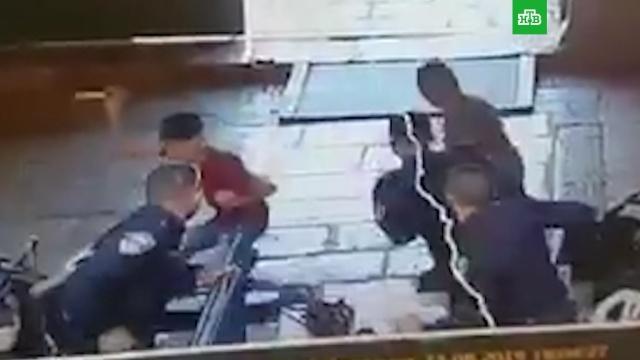 Подростки попытались зарезать полицейского и были расстреляны.Израиль, Палестина, стрельба, терроризм.НТВ.Ru: новости, видео, программы телеканала НТВ