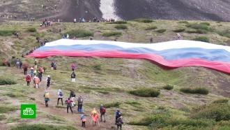 День вулкана: сотни человек приняли участие в массовом восхождении на Авачинскую Сопку