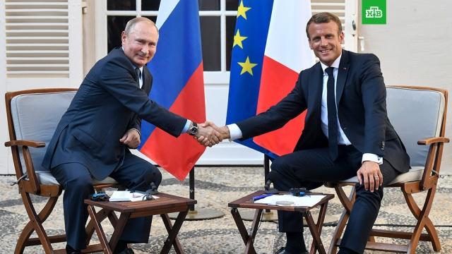 Макрон объявил о перезагрузке отношений с Россией.Владимир Путин сегодня прибыл в форт Брегансон на встречу со своим французским коллегой. Встречали российского лидера сам Эммануэль Макрон и его супруга. На пресс-конференции перед началом переговоров французский лидер, как и ожидалось, объявил о перезагрузке отношений с Россией.Макрон, Путин, Франция, визиты, переговоры.НТВ.Ru: новости, видео, программы телеканала НТВ