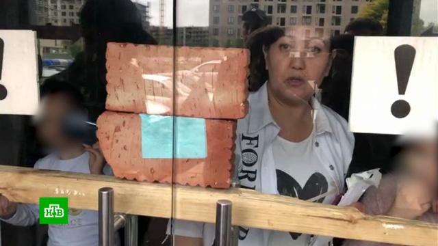 Многодетная мать сдетьми забаррикадировалась вмосковском кафе.недвижимость.НТВ.Ru: новости, видео, программы телеканала НТВ