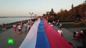 Массовый забег, викторины инациональный рекорд: как вРоссии отмечают День флага