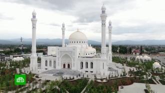Белый мрамор, много золота и ручная роспись: всё о новой крупнейшей мечети в Европе