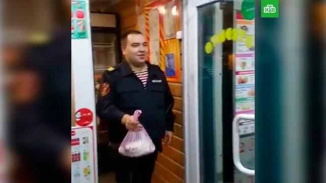 Сотрудника Росгвардии уволили за отказ помочь таксисту.Росгвардия, Ульяновск, скандалы.НТВ.Ru: новости, видео, программы телеканала НТВ