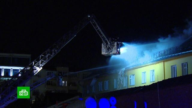 Пожар в Рождественском монастыре вспыхнул во время строительных работ.Москва, монастыри, пожары, религия.НТВ.Ru: новости, видео, программы телеканала НТВ