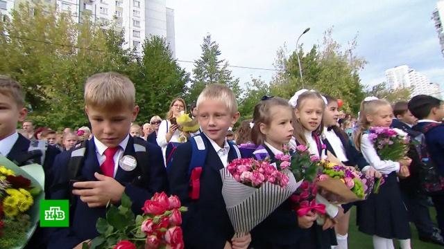 В школах Москвы прошли торжественные линейки.Москва, дети и подростки, образование, школы.НТВ.Ru: новости, видео, программы телеканала НТВ