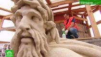 Обновленные скульптуры Ростральных колонн защитят от дождя и грязи