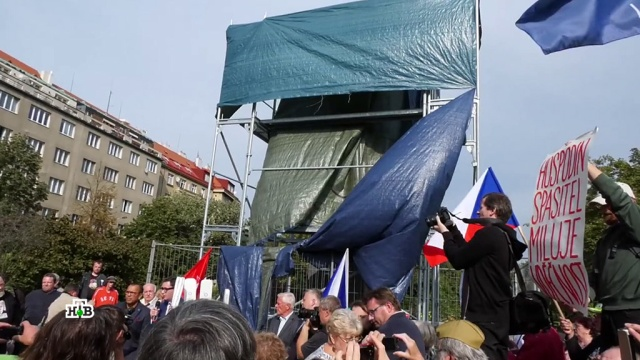 Защита исторической памяти: вПраге активисты пытаются защитить памятник Коневу.Великая Отечественная война, Вторая мировая война, Чехия, вандализм, история, памятники.НТВ.Ru: новости, видео, программы телеканала НТВ
