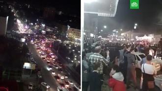 Пробки на дорогах и танцы в папахах: Дагестан празднует победу Нурмагомедова