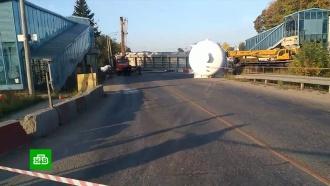 ВПодмосковье грузовик снес пешеходный мост