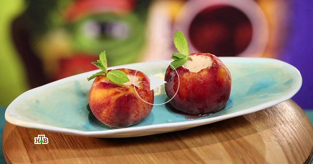Персиковый десерт сначинкой из йогурта