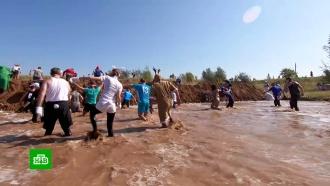 В Самарской области устроили костюмированный забег по грязи