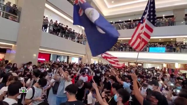 Брат на брата: вГонконге начались столкновения между демонстрантами.беспорядки, Гонконг, Китай, митинги и протесты.НТВ.Ru: новости, видео, программы телеканала НТВ