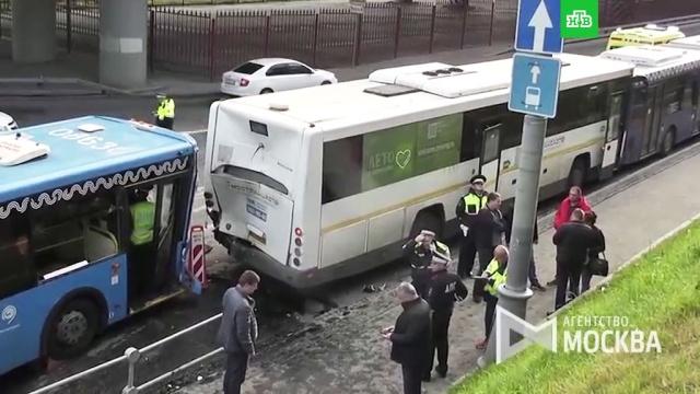 Три автобуса столкнулись вМоскве: 10пострадавших.ДТП, Москва, автобусы.НТВ.Ru: новости, видео, программы телеканала НТВ