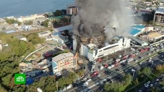 Во Владивостоке огнем охвачен крупный торговый центр
