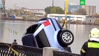 Из Москвы-реки достали автомобиль с двумя погибшими