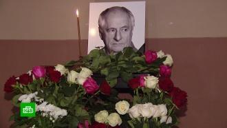 Коллеги ипоклонники воздают последние почести Марку Захарову