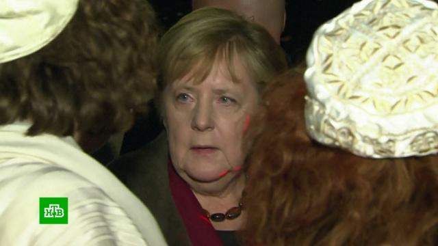 Меркель посетила службу в берлинской синагоге в память о жертвах стрельбы в Галле.Германия, Меркель, иудаизм, терроризм, нападения, стрельба, фашизм.НТВ.Ru: новости, видео, программы телеканала НТВ