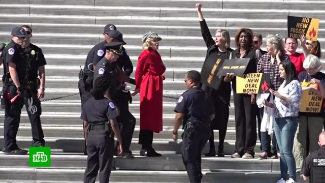 81-летнюю актрису Джейн Фонду задержали на экологическом митинге.знаменитости, экология, загрязнение окружающей среды, полиция, Вашингтон, артисты, митинги и протесты, США.НТВ.Ru: новости, видео, программы телеканала НТВ
