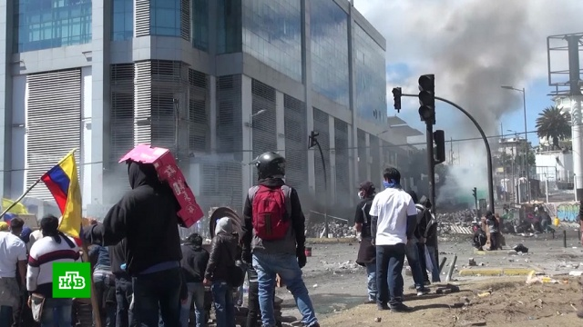 В Эквадоре из-за протестов ввели военное положение.Эквадор, митинги и протесты.НТВ.Ru: новости, видео, программы телеканала НТВ
