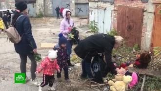 На место гибели <nobr>9-летней</nobr> Лизы жители Саратова несут цветы иигрушки