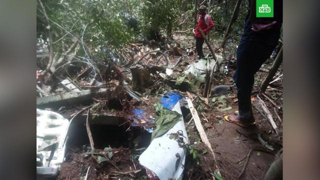 Найдены тела четырех жертв катастрофы Ан-72 в ДРК: фото с места.На месте крушения грузового военного самолета Ан-72 в Демократической республике Конго найдены тела четырех погибших.Африка, Конго, авиационные катастрофы и происшествия.НТВ.Ru: новости, видео, программы телеканала НТВ