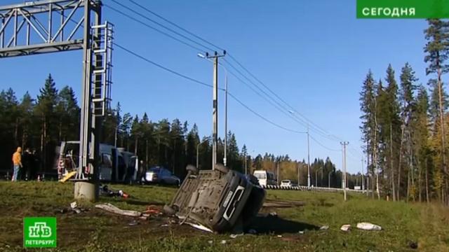 Микроавтобус спассажирами перевернулся на скользкой трассе «Скандинавия».ДТП, Санкт-Петербург.НТВ.Ru: новости, видео, программы телеканала НТВ