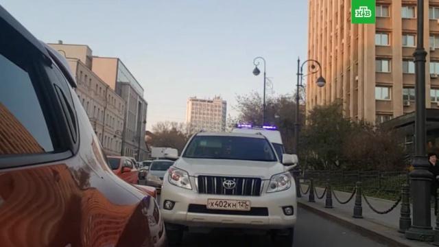 Водитель внедорожника не пропустил скорую во Владивостоке: видео.Владивосток.НТВ.Ru: новости, видео, программы телеканала НТВ