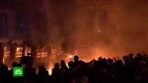 Десятки тысяч протестующих собрались ууправления полиции Барселоны