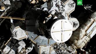 Впервые вистории две женщины вышли воткрытый космос