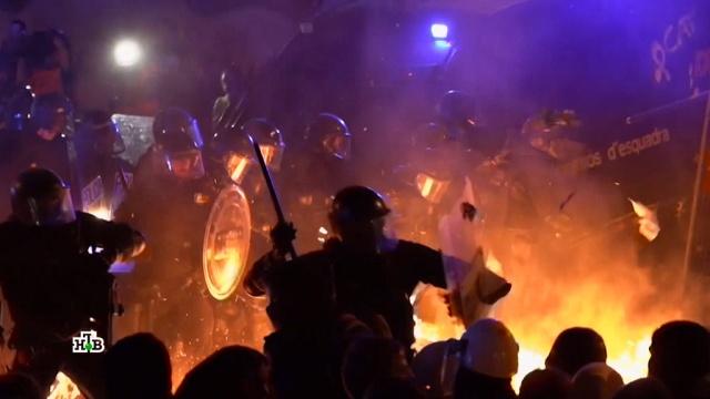 Этот город в огне: на Барселону обрушилось протестное цунами.Испания, Каталония, беспорядки, митинги и протесты.НТВ.Ru: новости, видео, программы телеканала НТВ