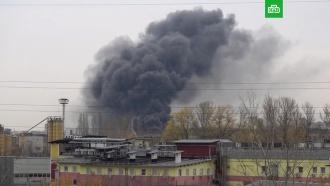 На западе Москвы загорелся склад