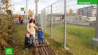 Петербуржцы пожаловались на неудобные дорожки к трамваю «Чижик»
