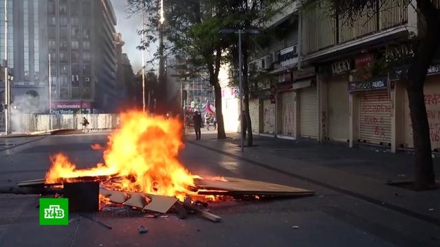 Во время протестов в Чили погибли 19 человек, более тысячи раненых.Чили, беспорядки, больницы, задержание, митинги и протесты, общественный транспорт, смерть.НТВ.Ru: новости, видео, программы телеканала НТВ