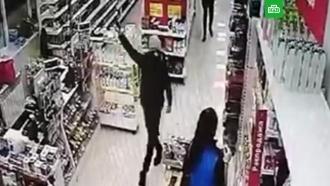 Школьник с пистолетом попытался ограбить магазин в Воркуте