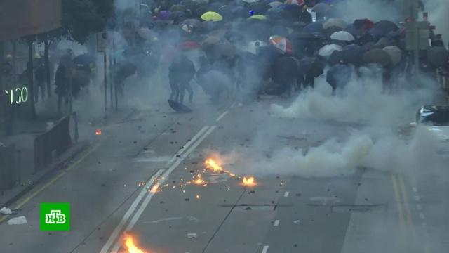В Гонконге разгромили офис китайского информационного агентства.Гонконг, Китай, беспорядки, митинги и протесты.НТВ.Ru: новости, видео, программы телеканала НТВ
