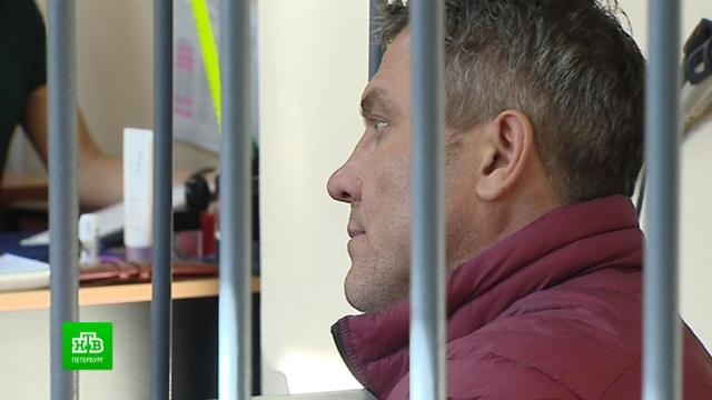 Бравшего взятки таможенника из Петербурга отправили под домашний арест.Санкт-Петербург, взятки, таможня.НТВ.Ru: новости, видео, программы телеканала НТВ