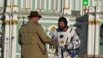 Тилль Линдеманн под «Калинку» подрался скосмонавтом вцентре Петербурга
