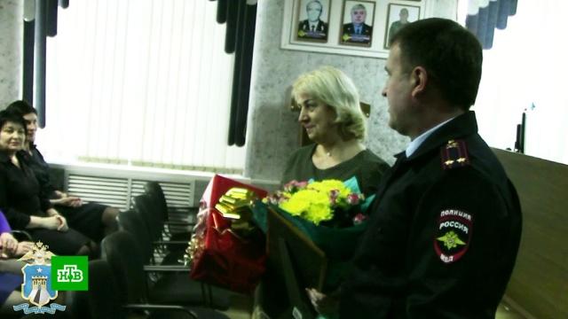 На Ставрополье наградили учительницу, защитившую детей от мужчины с ножом.Следственный комитет, Ставропольский край, дети и подростки, убийства и покушения.НТВ.Ru: новости, видео, программы телеканала НТВ