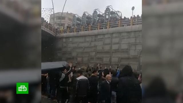 Протесты из-за повышения цен на бензин в Иране: более 20жертв.Интернет, Иран, беспорядки, митинги и протесты, смерть, тарифы и цены.НТВ.Ru: новости, видео, программы телеканала НТВ