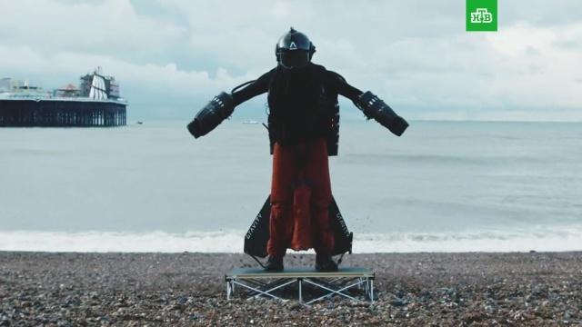 Британский «железный человек» пролетел над Ла-Маншем ипобил свой рекорд.Великобритания, Книга Гиннесса, изобретения, наука и открытия, рекорды.НТВ.Ru: новости, видео, программы телеканала НТВ