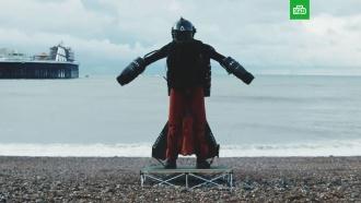 Британский «железный человек» пролетел над <nobr>Ла-Маншем</nobr> ипобил свой рекорд