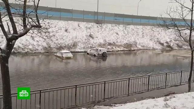 Снежный циклон в Приморье: самолеты не летают, машины встают в ледяной жиже.Москва, осень, погода, аэропорты, Владивосток, авиация, Приморье, самолеты, снег.НТВ.Ru: новости, видео, программы телеканала НТВ