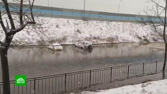 Снежный циклон в Приморье: самолеты не летают, машины встают в ледяной жиже