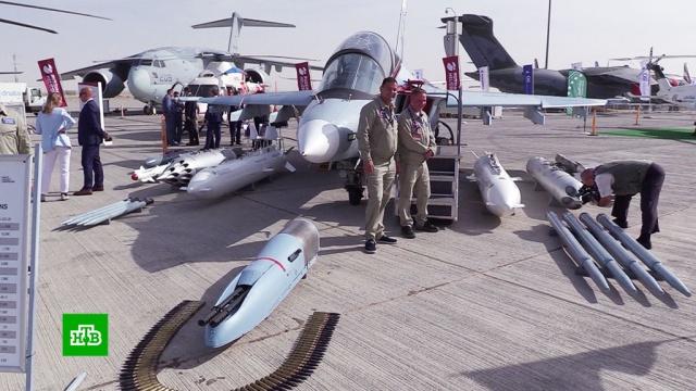 Размах, роскошь и технические новинки авиасалона в Дубае.Российские вертолеты и самолеты стали одной из главных премьер в Дубае. Там проходит один из крупнейших в мире аэрокосмических салонов. Своими новинками и лучшими образцами хвастаются более тысячи предприятий из 76 стран. Российский учебный Як-130 не имеет конкурентов в своем классе. Новейшая машина может имитировать полеты любых истребителей последних поколений.ОАЭ, авиация, беспилотники, вертолеты, вооружение, выставки и музеи, самолеты.НТВ.Ru: новости, видео, программы телеканала НТВ