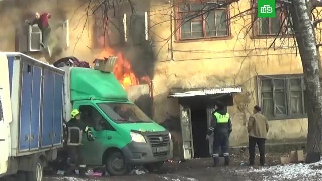 ВПодмосковье полицейские спасли людей из горящего дома.НТВ.Ru: новости, видео, программы телеканала НТВ