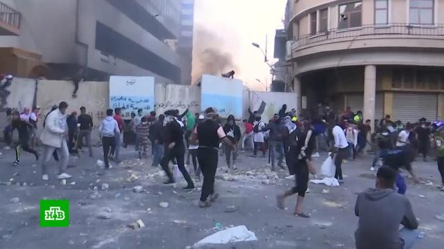 Сначала антиправительственных митингов вИраке погибли более 300человек.Ирак, беспорядки, митинги и протесты.НТВ.Ru: новости, видео, программы телеканала НТВ