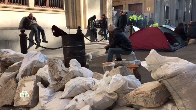 Баррикады из песка имусора: чего добивается грузинская оппозиция.Грузия, Саакашвили, митинги и протесты.НТВ.Ru: новости, видео, программы телеканала НТВ