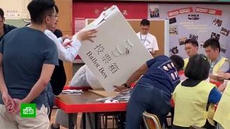 ВГонконге на выборах врайсоветы оппозиция получила почти 90% мест