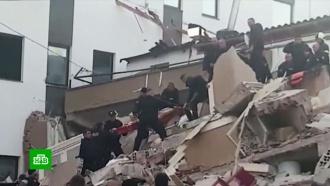 До 300человек выросло число пострадавших при землетрясении вАлбании